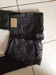 Calça preta de couro Feminina