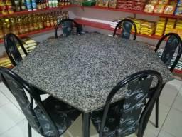 Vendo uma mesa de mármore com 6 cadeiras semi nova
