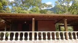 Alugo para temporada casa com 3 quartos em Guapimirim
