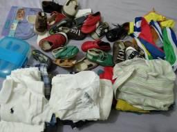 Lote de roupinhas, sapatos e sandálias masculinas