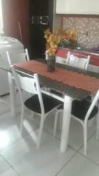 Mesa de mármore com entrega leia
