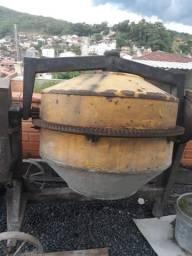 Betoneira menegotte 400 litros