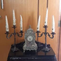 Garniture relogio é candelabros