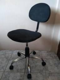 Cadeira de escritório com rodinhas giratória