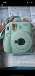 Título do anúncio: Câmera instantânea fujifilm intax mini 9 - pouquíssimo usada. Umas 4 vezes.