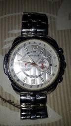 Relógio com pouco tempo de uso em perfeito estado