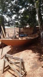 Vende-se essa canoua de 9 metros por 2 mil reais novinha nunca foi usada