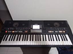 Teclado Yamaha PSR S550