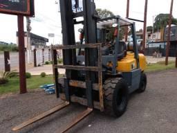 Título do anúncio: Empilhadeira 4.500 kg ano 2011 reformada inteira