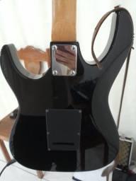 Vendo essa linda guitarra