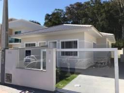 A- Casa na Palhoça excelente acabamento terreno nos fundos com passagem lateral