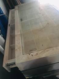 Balcão com gaveta e expositor de vidro