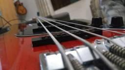 Baixo Squier Fender.