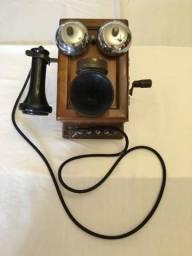 Telefone antigo à manivela