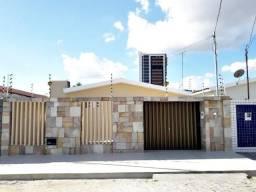 Casa no Catolé, 03 Quartos (sendo 01 suíte), 03 Vagas de Garagem