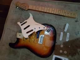 Troco essa guitarra por um ps2, ps3 ou xbox 360