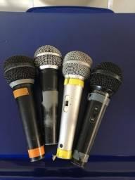 4 microfones. 3 BEHRINGER e 1 shure