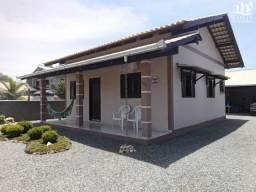 JD111 - Casa com excelente terreno a 300 metros da praia em Balneário Piçarras/SC