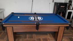Mesa com 4 Pés Laterais Cor Imbuia Tecido Azul Com a Logo Grêmio Mod. VSBF7527
