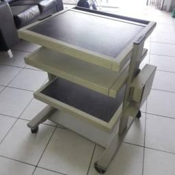 Mesa para informática com estrutura em alumínio
