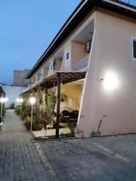 Casa 2 suítes, garagem, só entrar e morar. Condomínio Ipitanga L. de Freitas