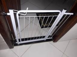 Portão e cercadinho para animais domésticos