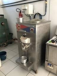 Título do anúncio: Máquina sorvete artesanal italiana marca Bravo trittico modelo 8 plus