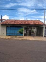 Casa com 2 dormitórios e edícula no bairro Vila Tecnologica, Bauru/SP.