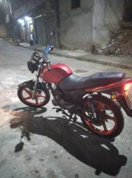 Vendo essa linda moto ano 2012