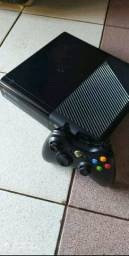Xbox 360 com 2 controles