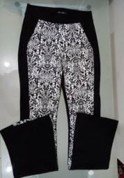 Calça flare preto&branca estampada G