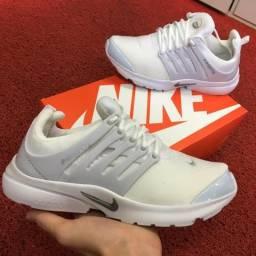 Tênis Nike Presto branco