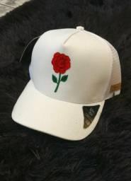Boné rosa vermelha