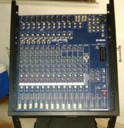 Mesa de som profissional marca Yamaha de 16 canais, mod: MG166CX, usada