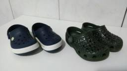 2 pares de crocs