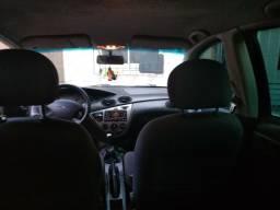 Focus sedan 1.6 glx zetec - 2006