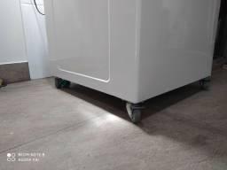 Instalação de rodinhas em máquina de lavar