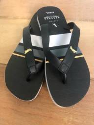 Título do anúncio: Vendo sandálias de diferentes marcas completamente novas!