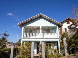 Casa com 4 quartos sendo 1 suíte em condomínio no Golfe.