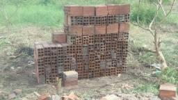 Vendo tijolos de 2 vedo tudo por 100 reais