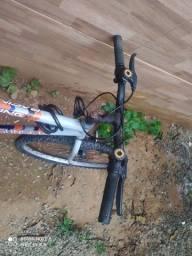 Bicicleta aro 26 de 18 marchas c /cadeirinha para crianças