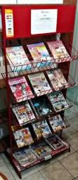 Estante metálica para revistas, livros, roupas.