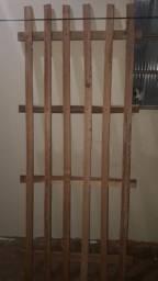 Vendo cama de solteiro madeira pura.