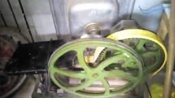 Máquina de moer cana-de-açucar