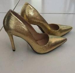 Scarpin dourado metalizado arezzo