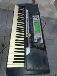 Teclado Yamaha PSR 540 com microfone leson 58 banco mapex pedestal para microfone rmv