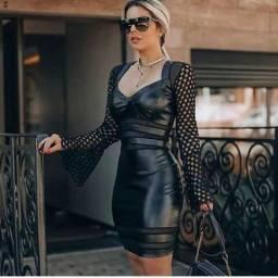 ( NOVO) Vestido M preto de couro fake com bojo
