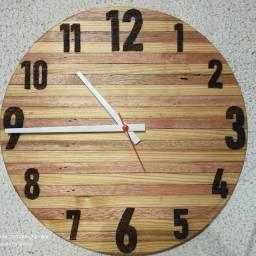 Relógio de Parede Artesanal em Madeira