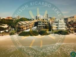 Apartamento com 3 suítes alto padrão de frente para a Praia de Bombinhas