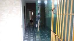 Alugo, Casa com 3 dormitórios na Vila 2 de Julho